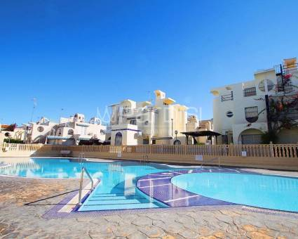 bungalow - Re-Sale - Torrevieja - Calle Abedul, 03188